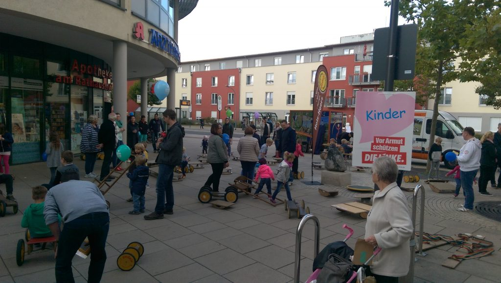 Pedalo fahren beim Kinderfest
